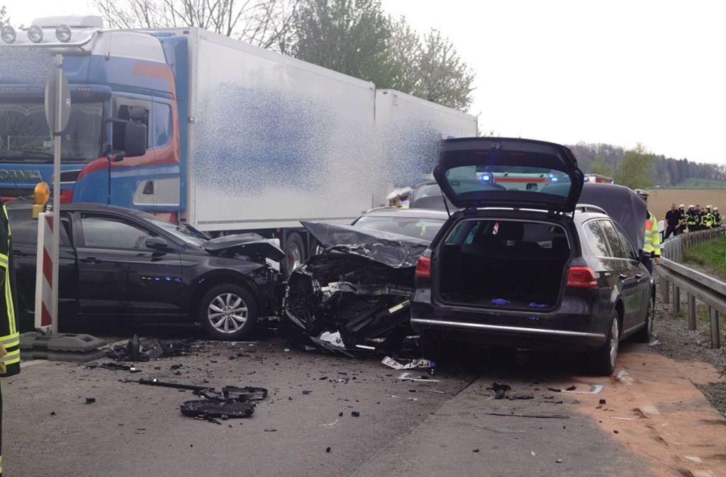 Bei dem Unfall auf der B10 gab es zwei Schwerverletzte. Foto: 7aktuell.de/F. Hessenauer