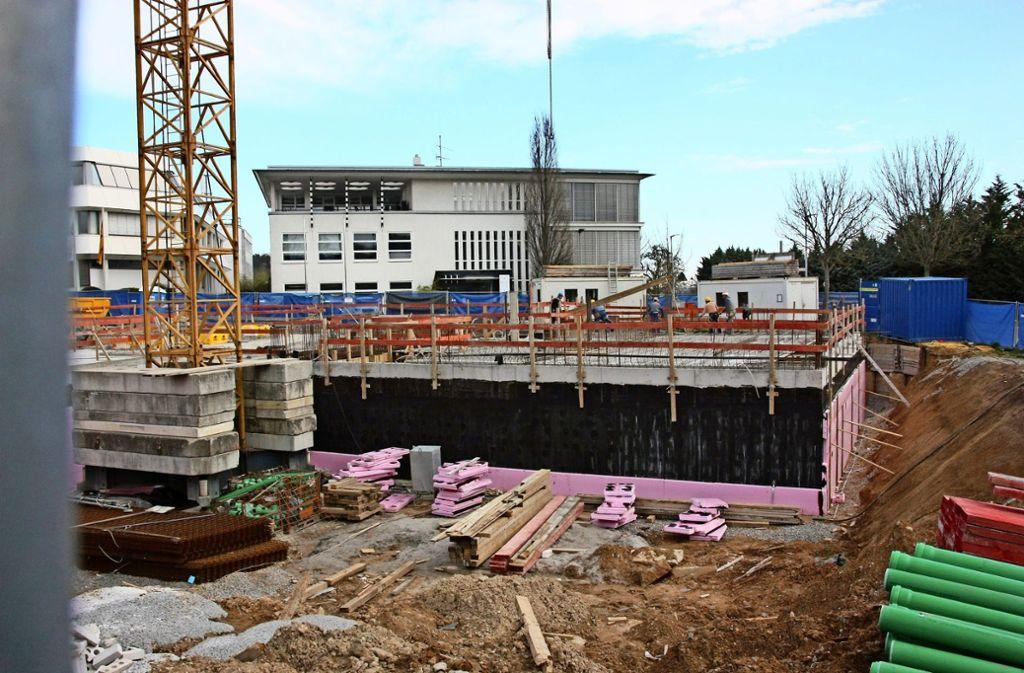 Derzeit wird am Oberaichener Eck Wilhelm-Haas-Straße/Raiffeisenstraße wieder gebaut – der Rohbau der Filder-Moschee soll in sieben Wochen fertig sein. Foto: Natalie  Kanter