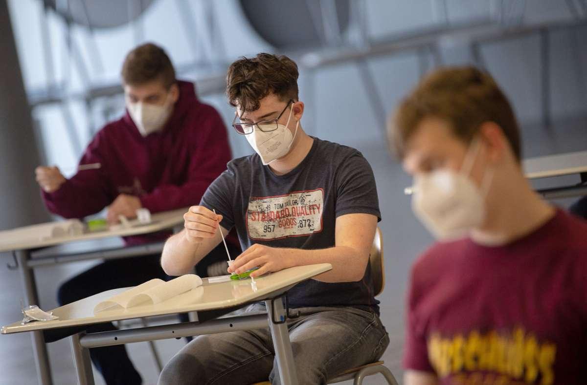 Alle anderen Bundesländer sind früher dran, am Dienstag geht es im Südwesten los: Dann schwitzen die Abiturienten  über ihrer Deutschprüfung. Foto: dpa