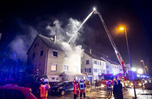 Zwei Verletzte bei Brand in Mehrfamilienhaus