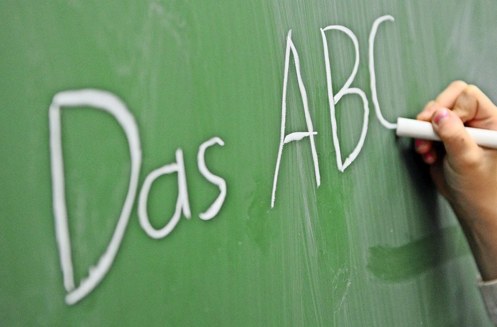 Der Weg zum richtigen Schreiben ist für Schüler lang. Foto: dpa
