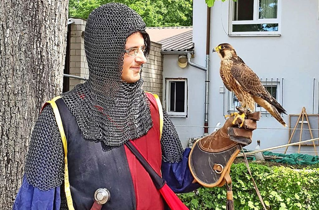 Mit Kettenhaube und Schwert wird aus Swen Werner von Schmalzried der Erzherzog Swenson von Falkenhorst. Foto: privat