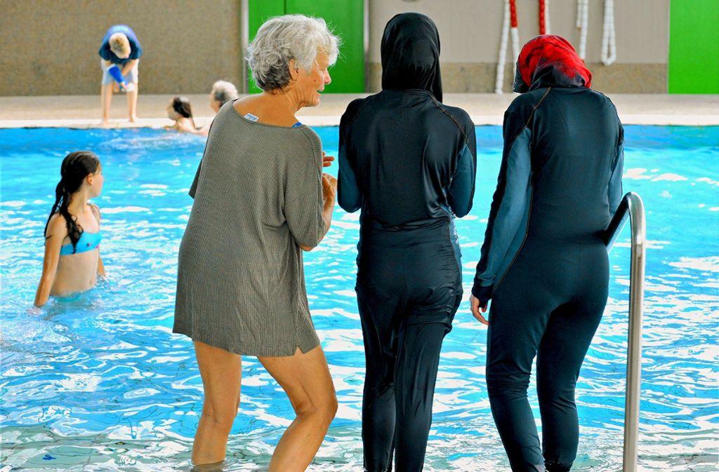 Welche Badekleidung erlaubt ist, ist in der Badeordnung einer jeden Einrichtung geregelt. Im Fildorado ist der Burkini gestattet – und genauso auch  in den Stuttgarter Bädern, im F3 in Fellbach oder in Waldenbucher Hallenbad. Foto: dpa
