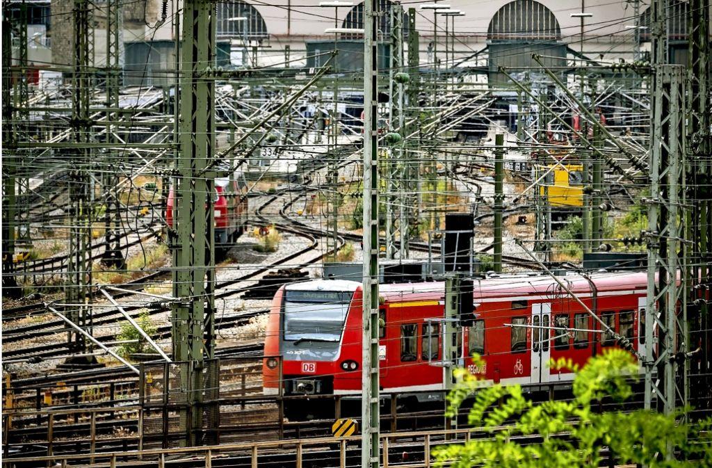 Ein Unternehmen möchte die  oberirdischen Gleise in Stuttgart  erhalten. Nun muss sich das Verwaltungsgericht damit beschäftigen. Foto: Lg/Achim Zweygarth, privat