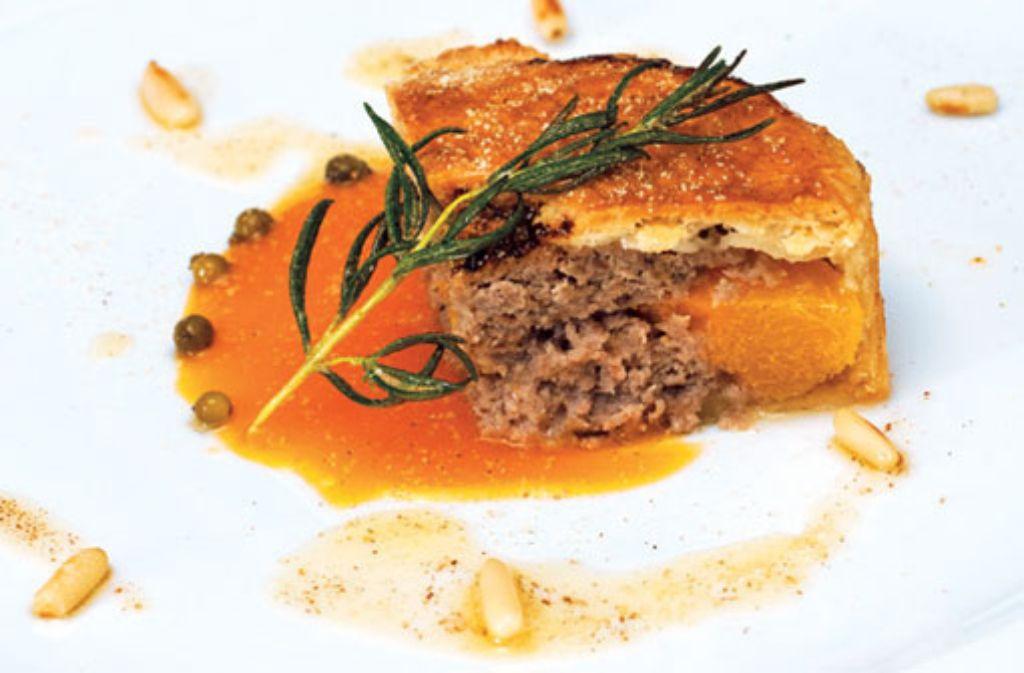 Tarte von Aprikose und Reh mit warmer Aprikosensoße und grünem Pfeffer Foto: Verlagsedition netzwerk