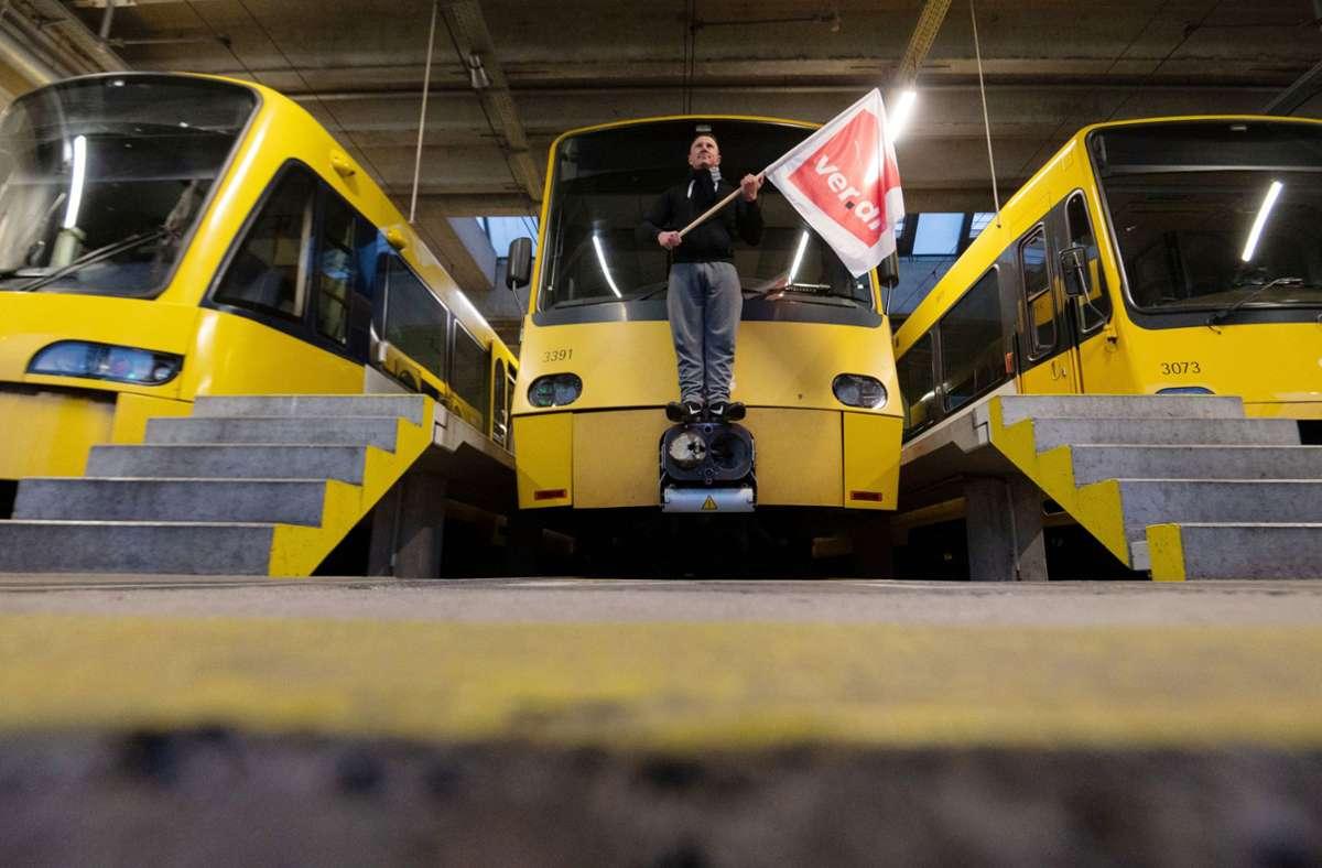 Am Donnerstag bleiben in Stuttgart, Heilbronn, Baden-Baden und Karlsruhe Bahnen und Busse den ganzen Tag im Depot. Foto: dpa/Marijan Murat