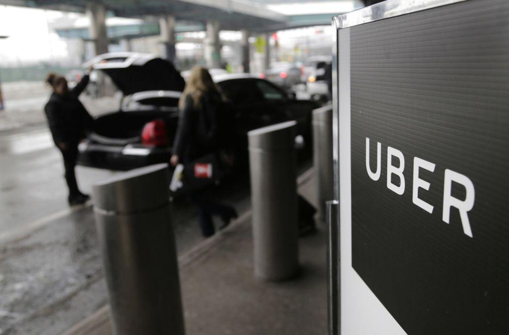 In den USA ist Uber bereits Standard, in Deutschland muss sich der Konzern immer wieder mit Gerichten auseinandersetzen. (Archivbild) Foto: dpa/Seth Wenig