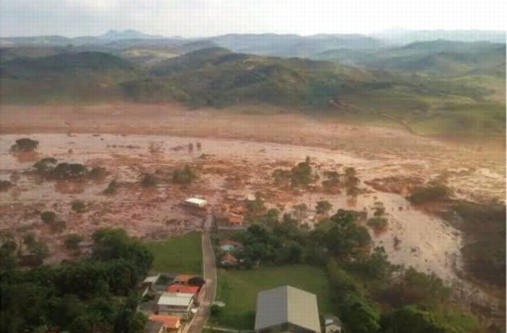 Eine Schlammlawine aus einer Kläranlage hat in Brasilien ein Dorf geflutet und mindestens 17 Menschen getötet. Foto: dpa