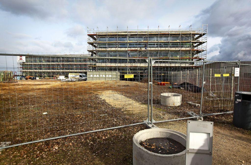 Der Neubau der Albert-Schäffle-Schule in Nürtingen ist nur eines der Großprojekte, die der Landkreis Esslingen in den kommenden Jahren finanzieren muss. Foto: Horst Rudel