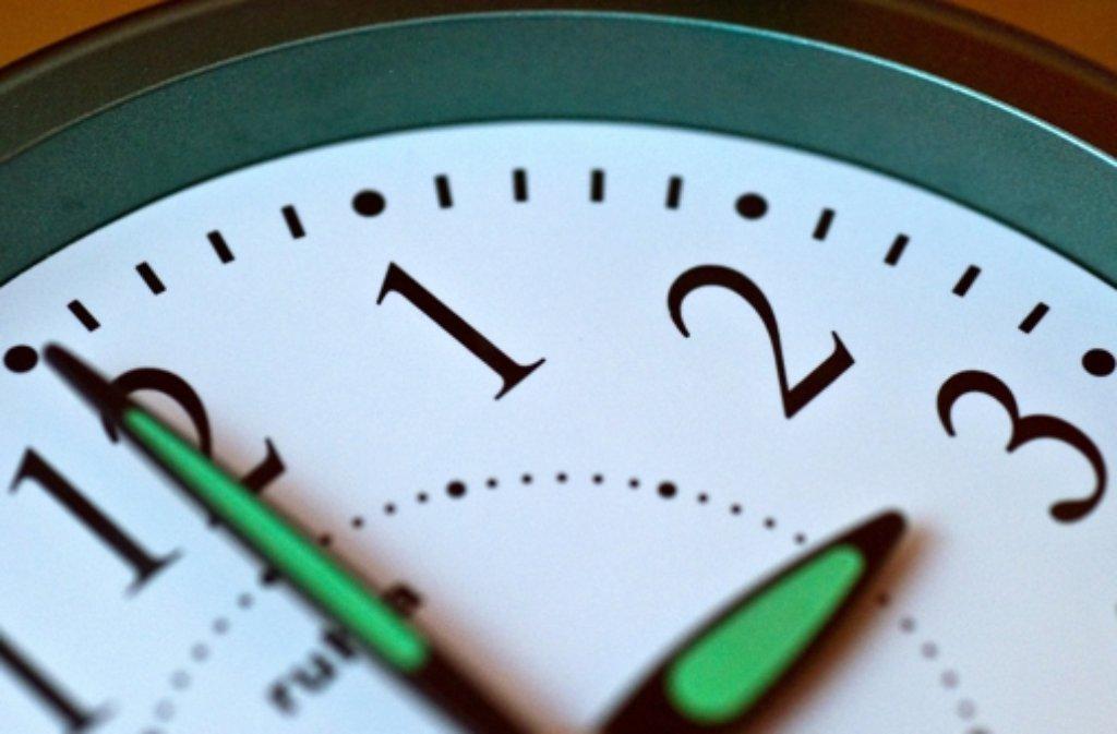 Wer hat an der Uhr gedreht? Bei der Umstellung auf Winterzeit gewinnen wir eine Stunde Schlaf. Foto: dpa