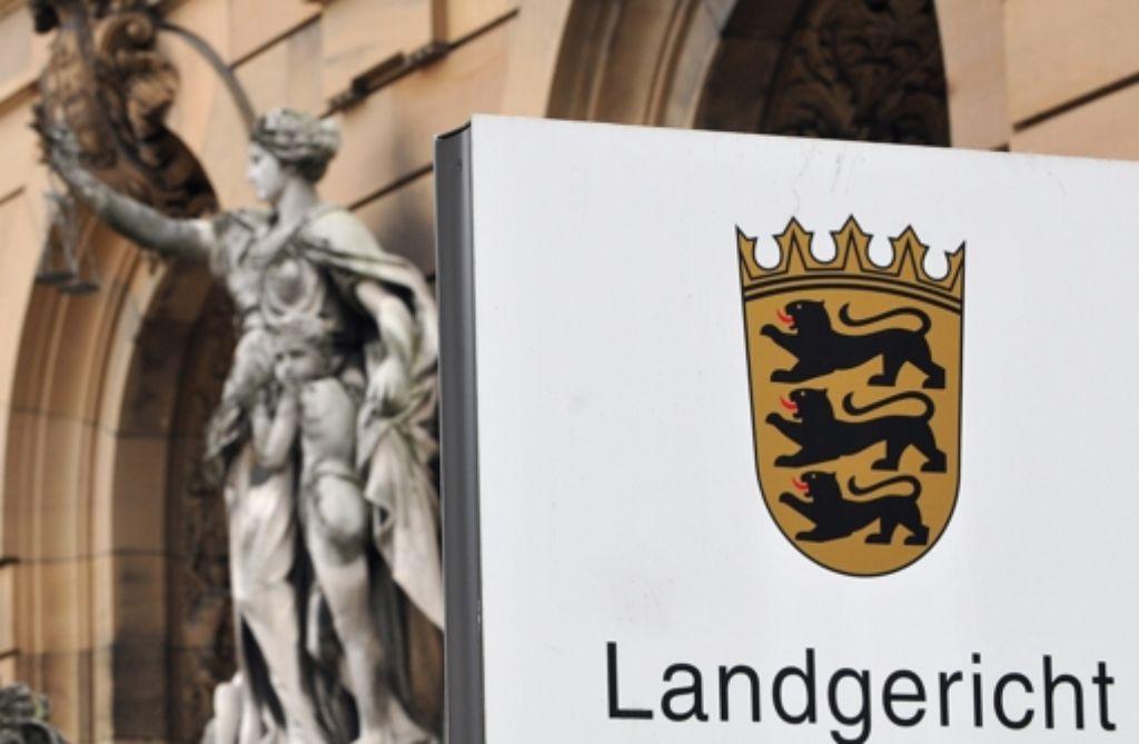 Im Landgericht Ulm beginnt am Montag der Prozess gegen ein Pärchen, das eine Göppinger Taxifahrerin überfallen hat. Foto: dpa