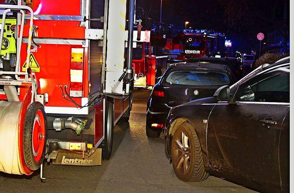 Bei diesem Einsatz in Giebel wurde es eng für die Feuerwehr. Foto: Andreas Rometsch