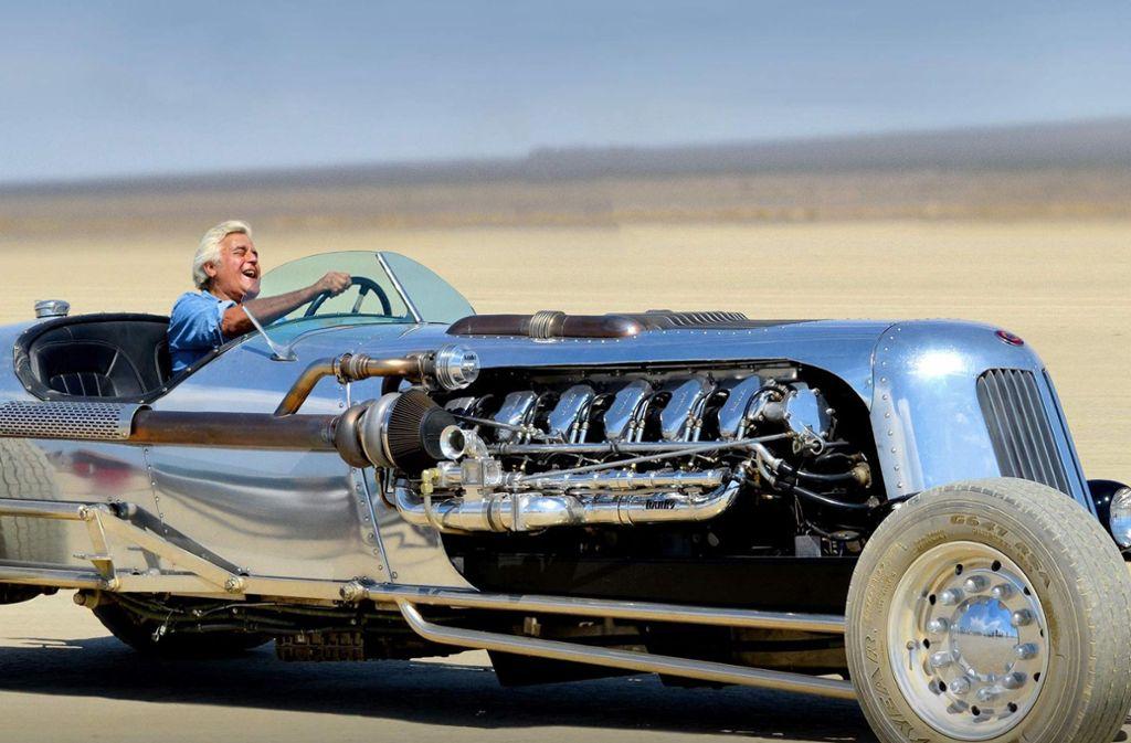 Freude am Fahren: Jay Leno am Steuer des Blastolene Special, eines Sportwagenunikats, das vom Motor eines M47-Kampfpanzers angetrieben wird. Foto: CNBC