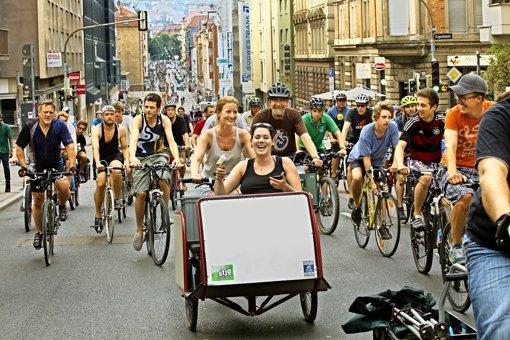 Die bunte Karawane der Critical Mass hat sich am ersten Freitag im Juli durch die gesamte Schwabstraße gezogen. Foto: Lichtgut/Ines Rudel
