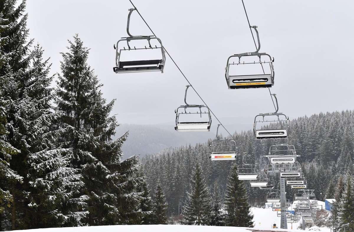Am 24. Dezember dürfen Skilifte und Seilbahnen in Österreich wieder öffnen (Symbolbild). Foto: dpa/Martin Schutt