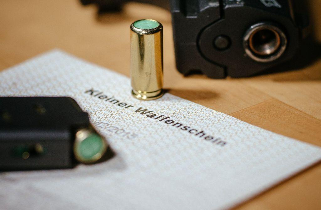 Für die Schreckschusspistole hätte der 31-Jährige einen Kleinen Waffenschein benötigt. Foto: dpa