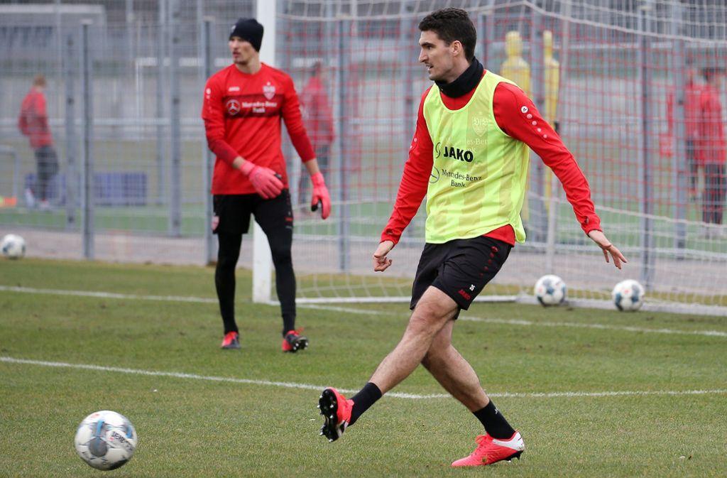 Innenverteidiger Marcin Kaminski hat am Dienstagvormittag wieder im Mannschaftstraining mittrainiert und könnte bereits am Samstag eine Option für den VfB-Coach Pellegrino Matarrazzo sein. Foto: Baumann