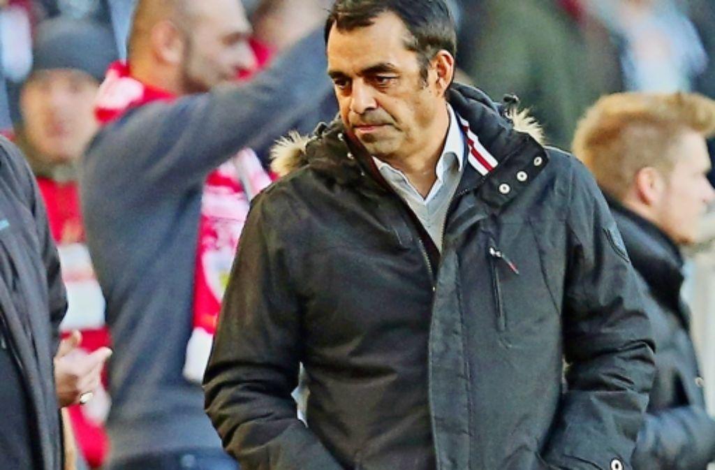 Welchen Trainer zaubert der VfB-Manager Robin Dutt aus der Tasche? In der Bilderstrecke haben wir die Stimmen zum Spiel gegen Bremen gesammelt. Foto: Baumann