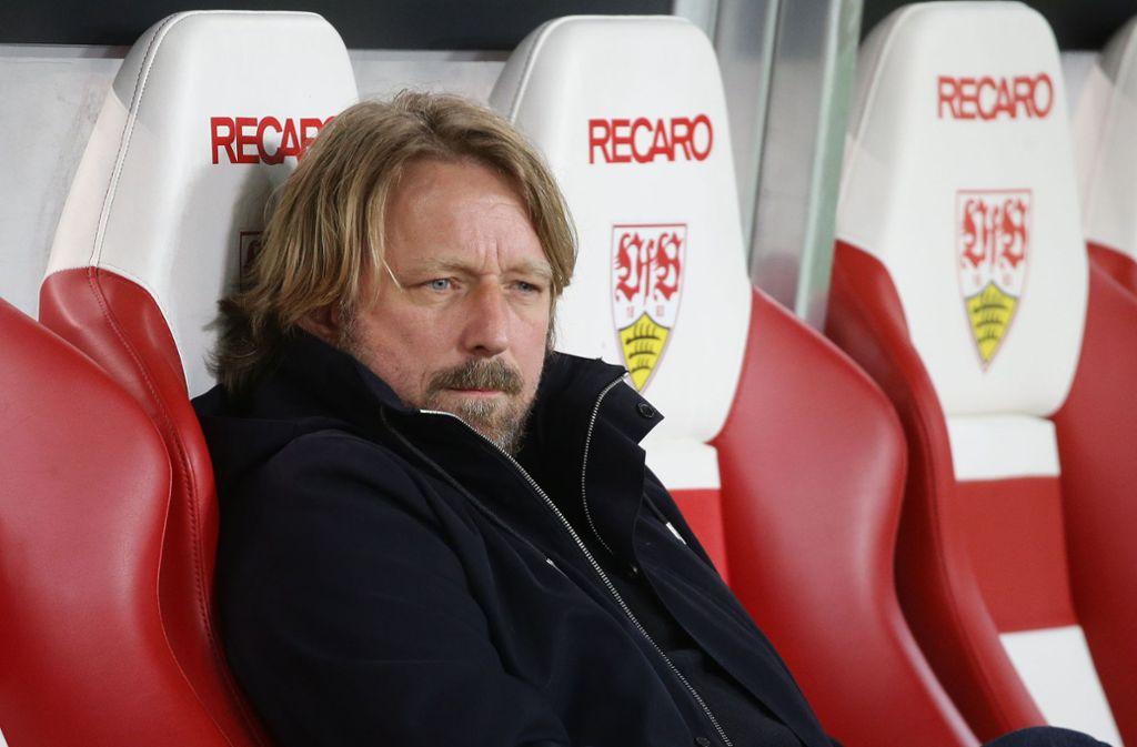 Die Niederlage beim KSC hat dem VfB-Sportdirektor Sven Mislintat nicht geschmeckt. Foto: Baumann/Hansjürgen Britsch