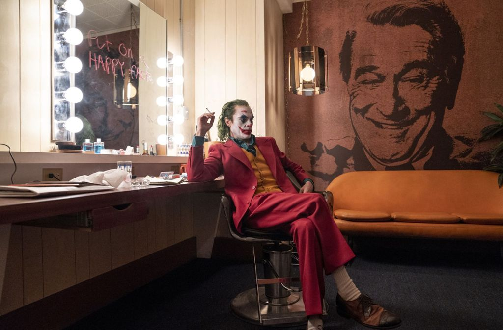 """Er hat bereits den Golden Globe geholt, nun ist er auch der erste  heißer Anwärter auf den Oscar als bester Hauptdarsteller: Joaquin Phoenix in """"Joker"""" Foto: dpa/Niko Tavernise"""