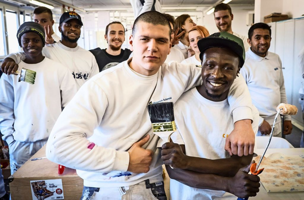 Diese angehenden Maler und Lackierer besuchen die Schule für Farbe und Gestaltung in Stuttgart. Einige wünschen sich mehr Unterstützung beim Deutschlernen. Foto: