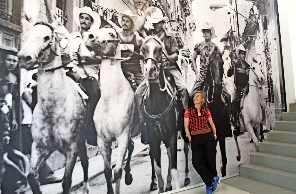 Diese Reiter hat Esther Haase in Havanna fotografiert. In der Ausstellung sind die Pferde auch akustisch zu erleben. Foto: Sabine Schwieder