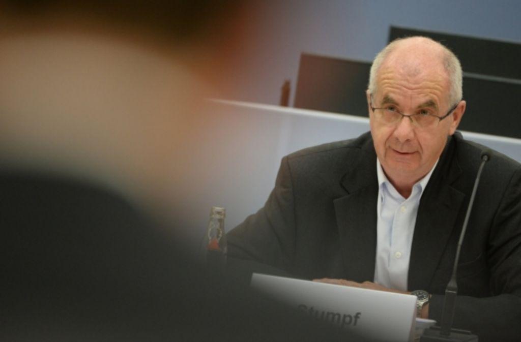 Siegfried Stumpf vor dem Untersuchungsausschuss im Landtag ; der Wasserwerfereinsatz vom 30. September 2010 wird aufgearbeitet. Foto: dpa