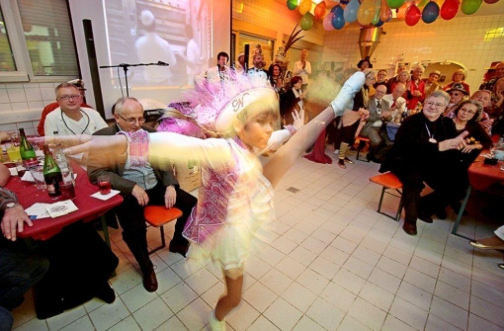 Hoher Besuch in der Backstube: Tanzmariechen Nina ist eine Meisterin. Foto: factum/Granville