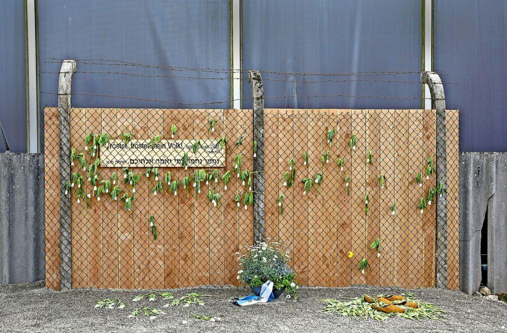 Dieses Zaunelement erinnert in Geislingen an den Standort des ehemaligen KZ-Außenlagers in der Heidenheimer Straße. Foto: Jennewein