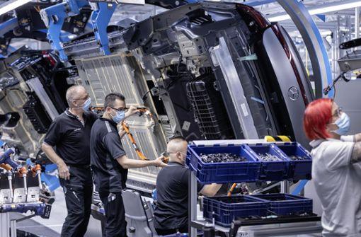 Mercedes plant   Nachtschicht  für die Spitzenmodelle