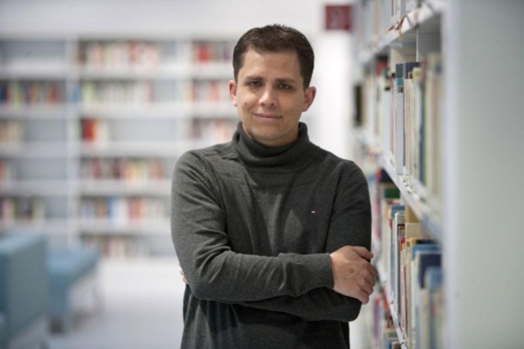 Palermo-Gefühl im Bücherwürfel: Marc Bensch auf Wender's Spuren. Foto: Michael Steinert