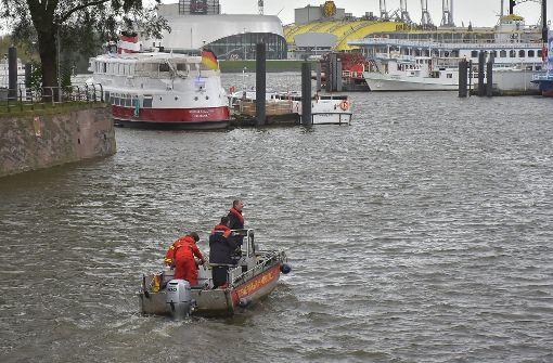 Polizei sucht Kameramann im Hamburger Hafen
