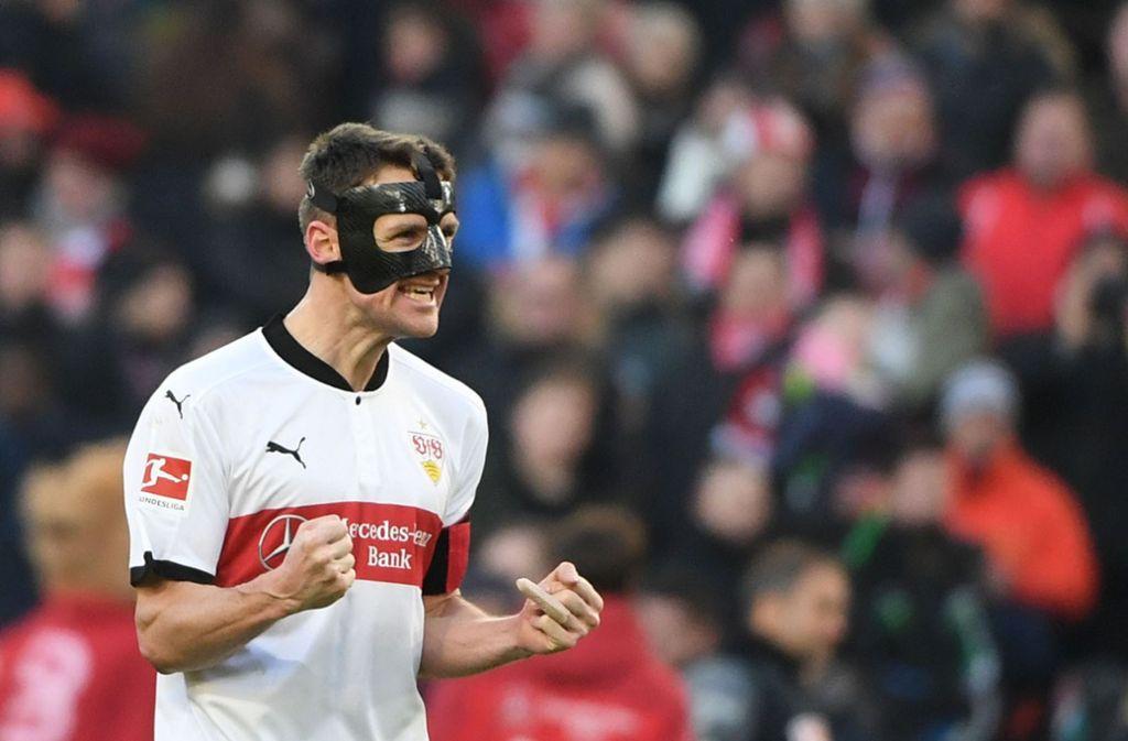Christian Gentner, Kapitän des VfB Stuttgart, feiert den 1:0-Sieg gegen Eintracht Frankfurt. Foto: dpa