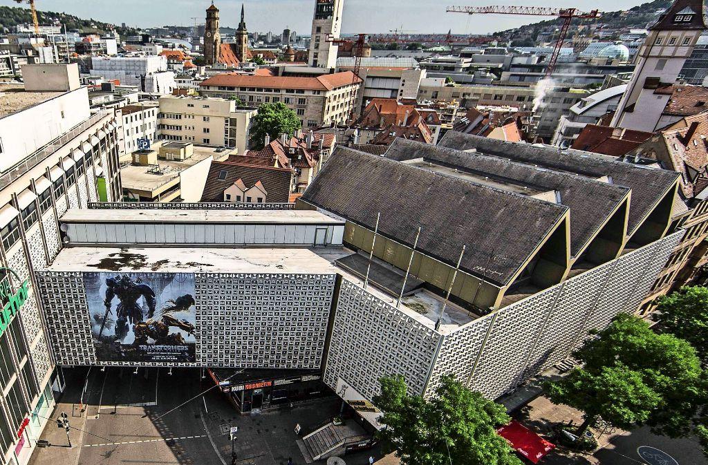 Dieser  Riegel vor dem Eingang zum Rathaus-Viertel soll wegkommen. Foto: Lichtgut/Leif Piechowski