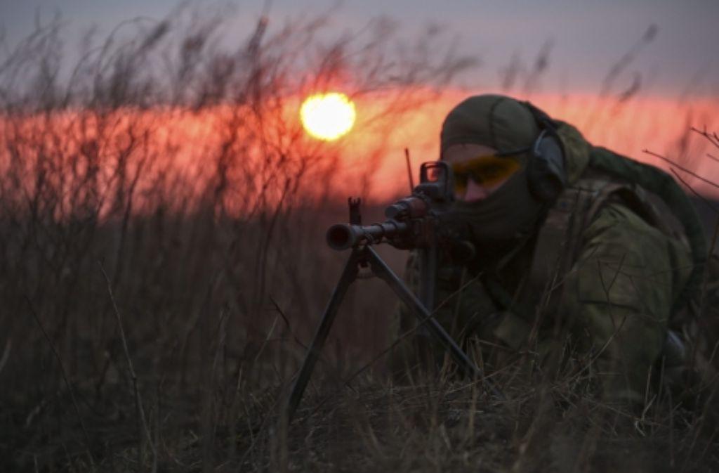 Im Osten der Ukraine gehen die Kämpfe weiter. Foto: dpa