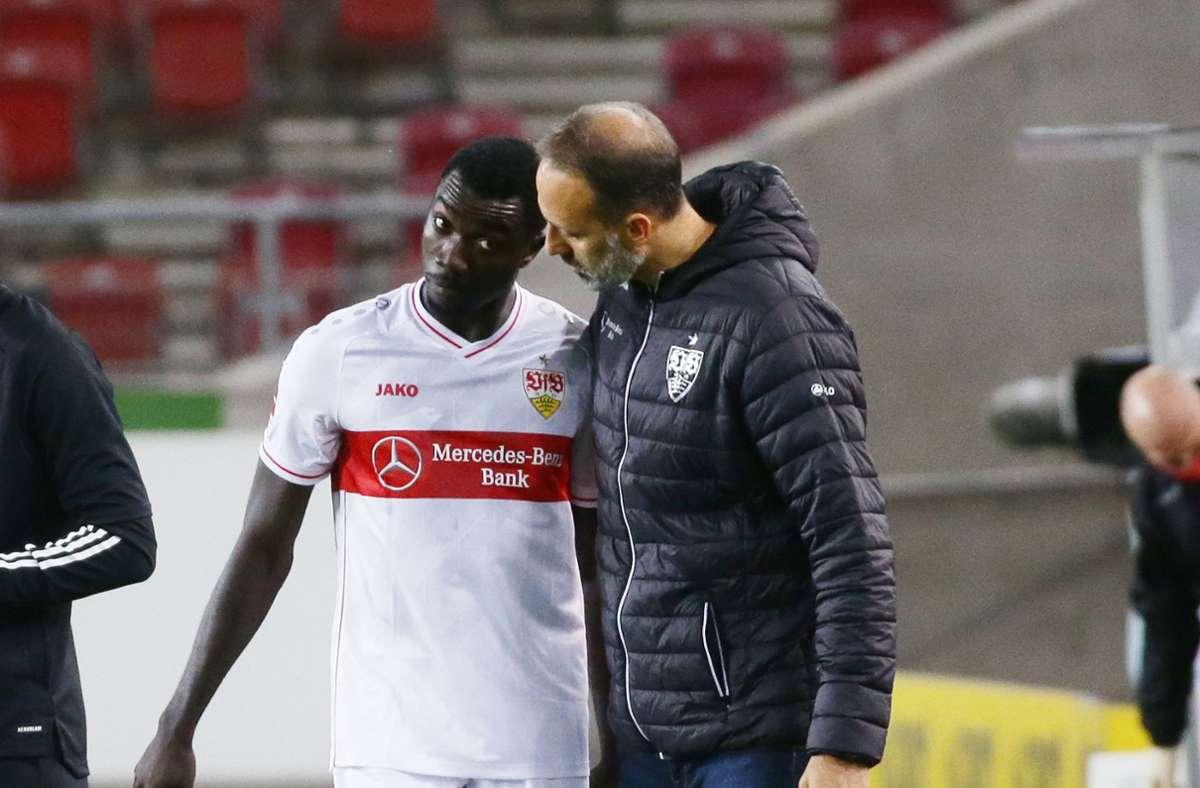 Silas Wamangituka (links) fehlt dem VfB Stuttgart wegen einer Gelbsperre. Foto: Pressefoto Baumann/Hansjürgen Britsch