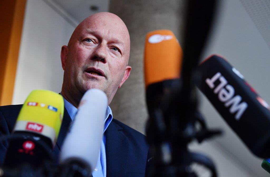 Thomas Kemmerich erhielt nach seiner Wahl zum Ministerpräsidenten in Thüringen Morddrohungen. Foto: dpa/Martin Schutt