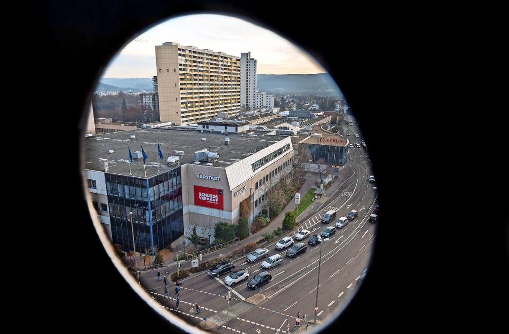 Eine spannende Perspektive aufs Leo-Center mit Karstadt, wo künftig auch die Post zuhause sein wird. Foto: factum/Weise