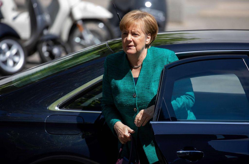 Angela Merkel auf dem Weg ins Konrad-Adenauer-Haus in Berlin, wo sie sich die Unterstützung des CDU-Präsidiums holt. Foto: dpa