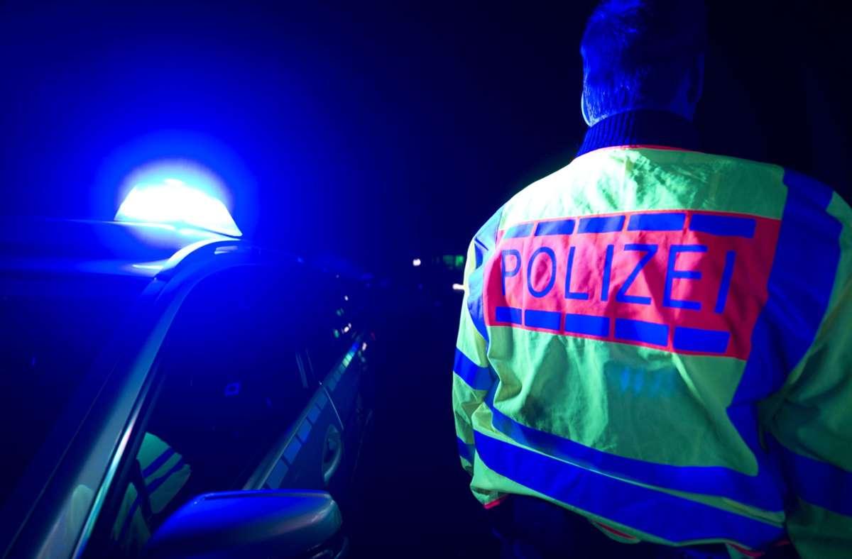 Täter flüchten nach  Einbruch in einen Gebäudekomplex – die Polizei ermittelt (Symbolbild). Foto: dpa/Patrick Seeger