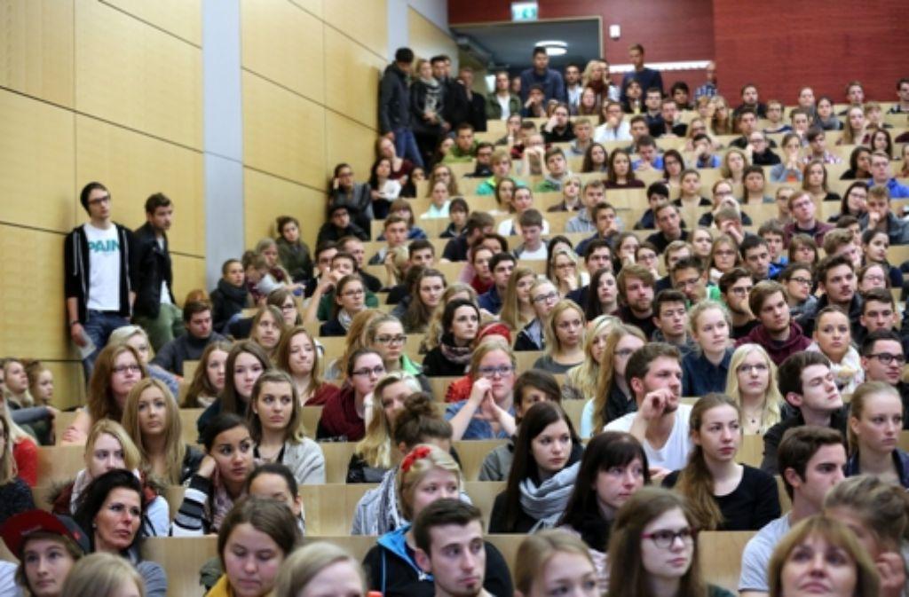 Volle  Hörsäle: der Trend geht zum Studieren. Foto: dpa-Zentralbild