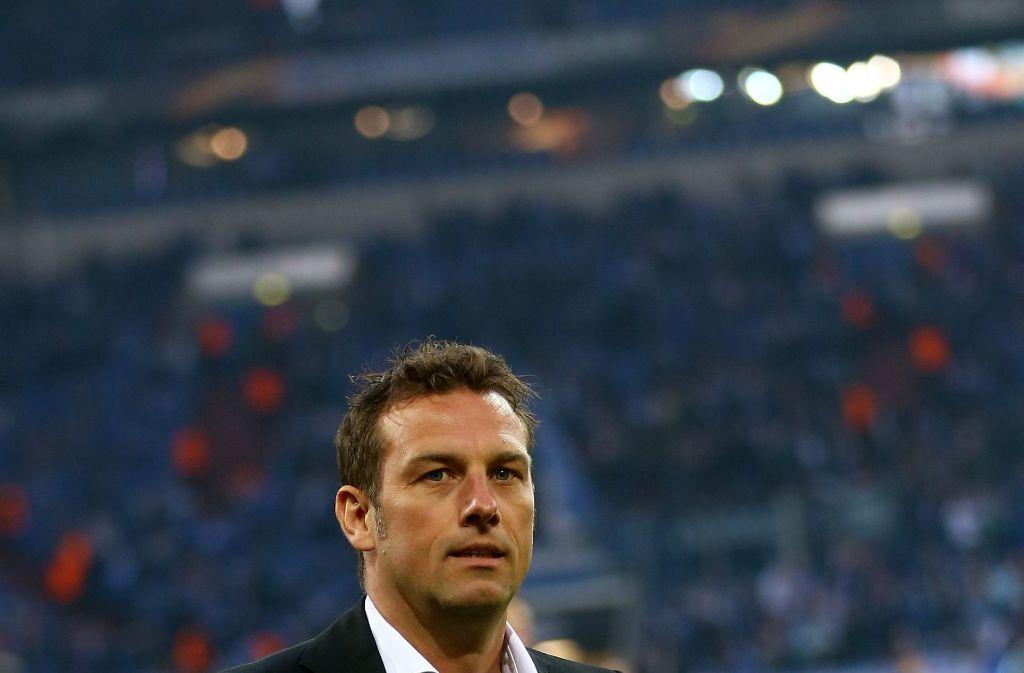Der Schalker Trainer Markus Weinzierl ist nach dem Ausscheiden frustriert. Foto: Bongarts