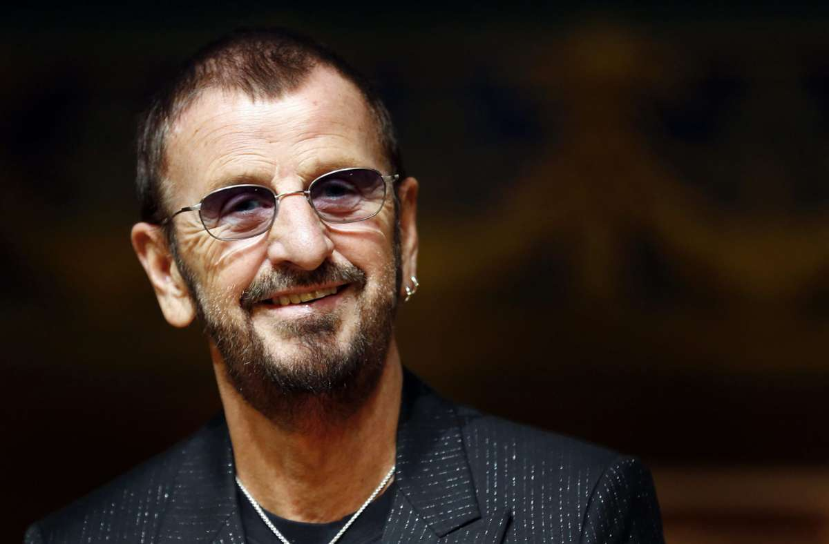 Der  Ex-Beatle Ringo Starr wird am 7. Juli 80 Jahre alt. Dieses Bild zeigt ihn im Jahr 2013. Foto: dpa/Sebastien Nogier