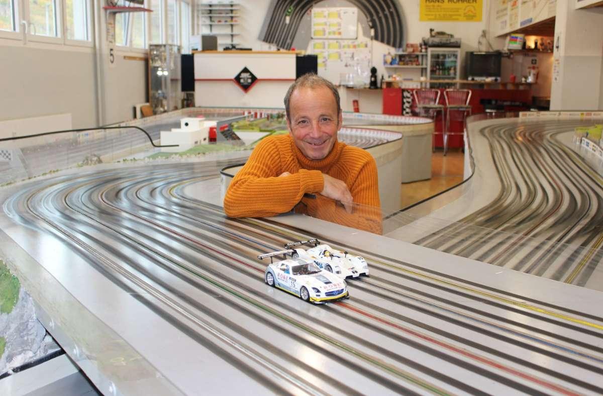 """""""Das ist ein ganz hochpräzises  Hobby"""", sagt Kai Spachmann, der Vorsitzende des Slotracing-Clubs Region Stuttgart. Foto: Caroline Holowiecki"""