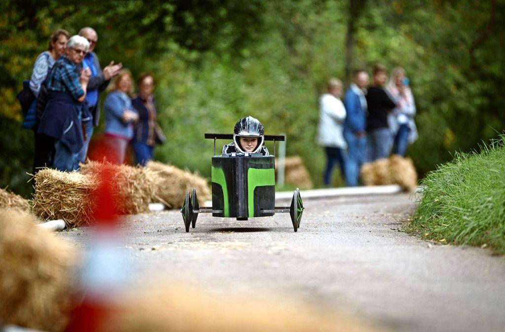 Volle Konzentration: ein achtjährige Rennfahrer  saust abgeklärt wie ein Alter dem Ziel entgegen Foto: /Gottfried Stoppel