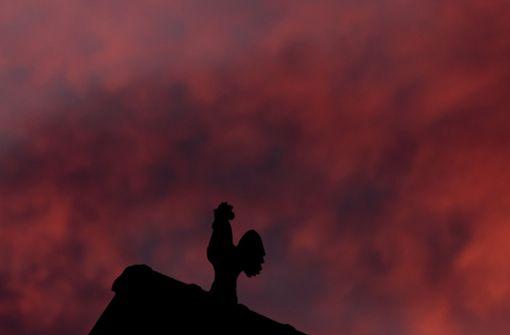 Unbekannter stiehlt Wetterhahn von Kirchturmspitze