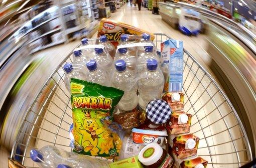 3.6.: Mit Einkaufswagen an der Kasse vorbei