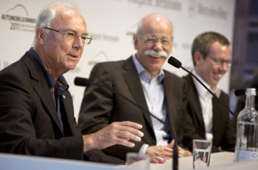 """Doppelpass: Franz Beckenbauer und Daimler-Chef Dieter Zetsche reden über die """"Stuttgarter Sternstunden"""" in der City. Foto: Michael Steinert"""