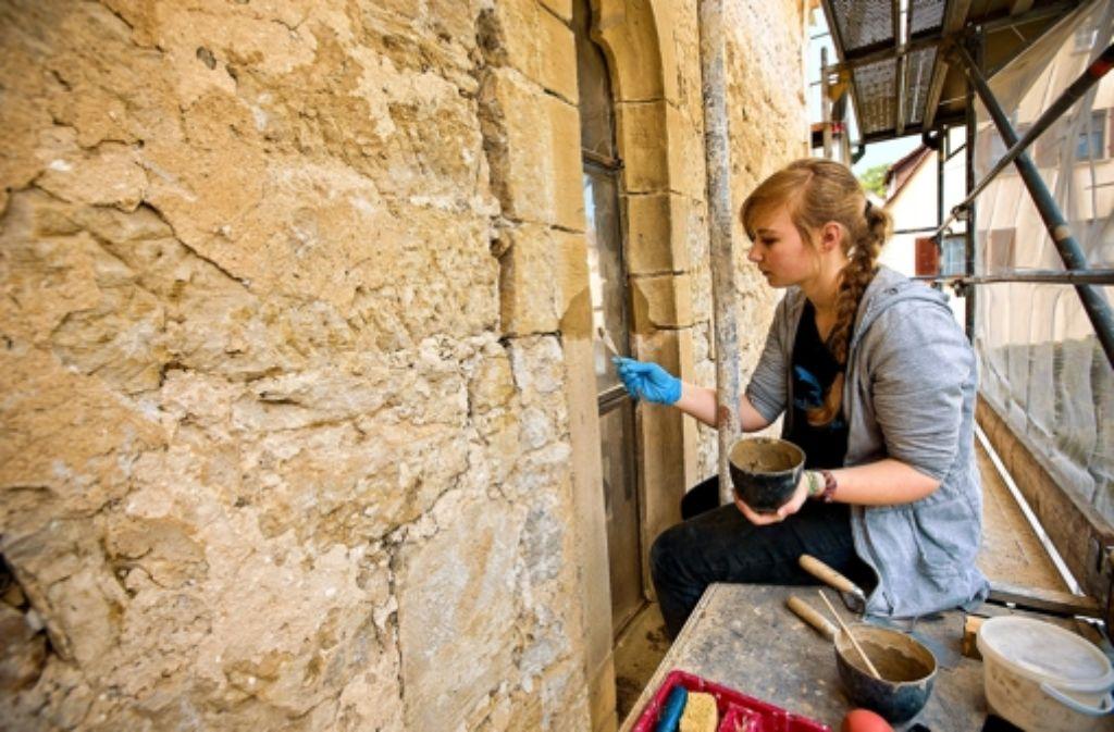 Die Renovierung der Veitskirche ist Handarbeit. Foto: Steinert