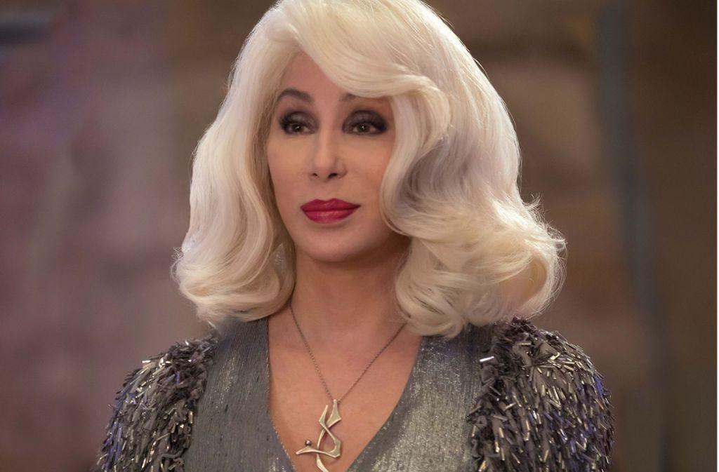 """Vorübergehend blond: Cher im gerade gestarteten Abba-Musical """"Mamma mia! Here we go again"""" Foto: Universal"""